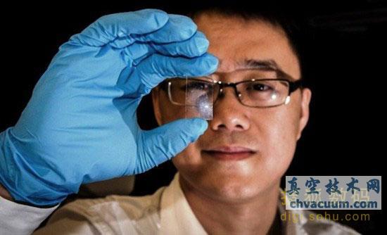 石墨烯是由纯碳原子排列成的蜂窝状结构体